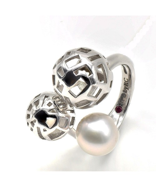 Thr Fifth Season by Roberto Coin. Anillo de plata con perla