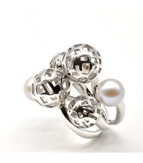 Silver ring with pearls